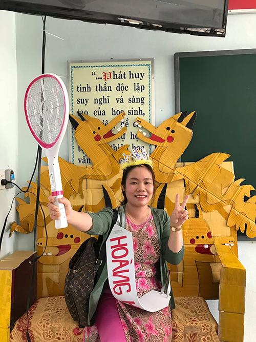 Học sinh Quảng Bình chế ghế giáo viên thành ngai vàng gây thích thú - 3