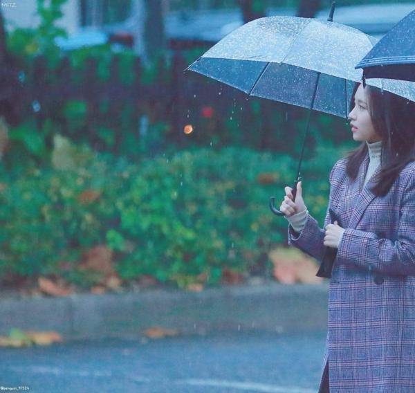 Bức ảnh Mina được fan bình chọn là xứng đáng làm poster phim điện ảnh Nhật Bản.