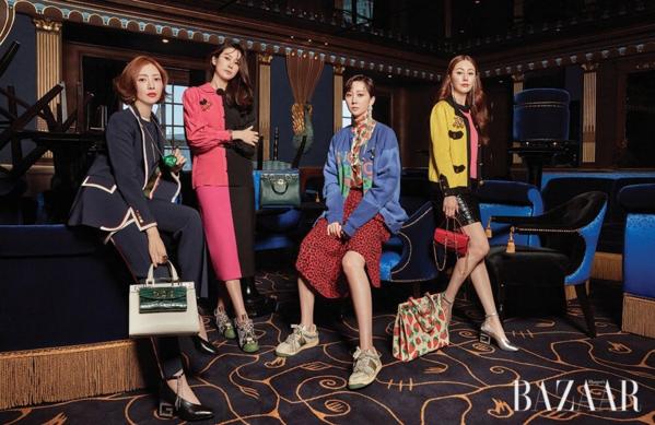 Dàn diễn viên SKY Castle: Yum Jung Ah, Yoon Se Ah, Lee Tae Ran và Oh Na Ra hóa thân thành những quý cô sang chảnh trên Harpers Bazaar.