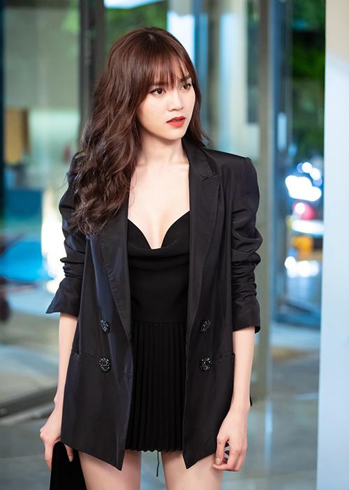 Để xây dựng tạo hình thành công cho Lan Ngọc, Giám đốc thời trang Lâm Gia Khang thiết kế riêng cho Ninh Dương Lan Ngọc hơn 50 bộ trang phục để mặc trong suốt 100 phút của phim.