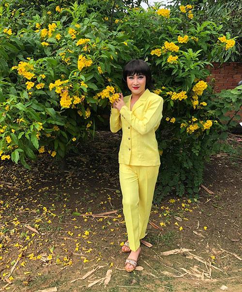 Huỳnh Lập khiến fan thích thú với tạo hình cô thôn nữ quê kiểng.