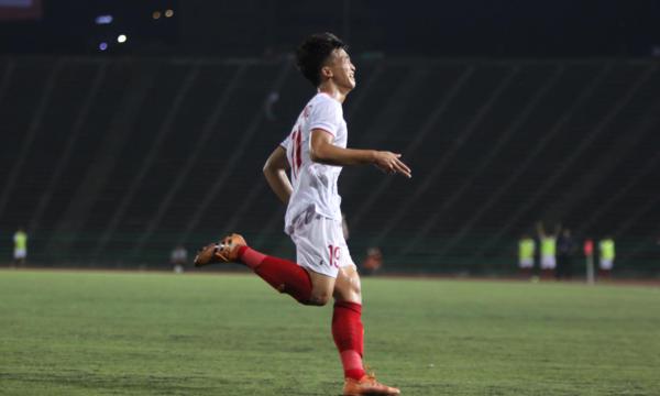 Danh Trung bật khóc sau khi ghi bàn mở tỷ số trong trận đối đầu U22 Timor Leste.