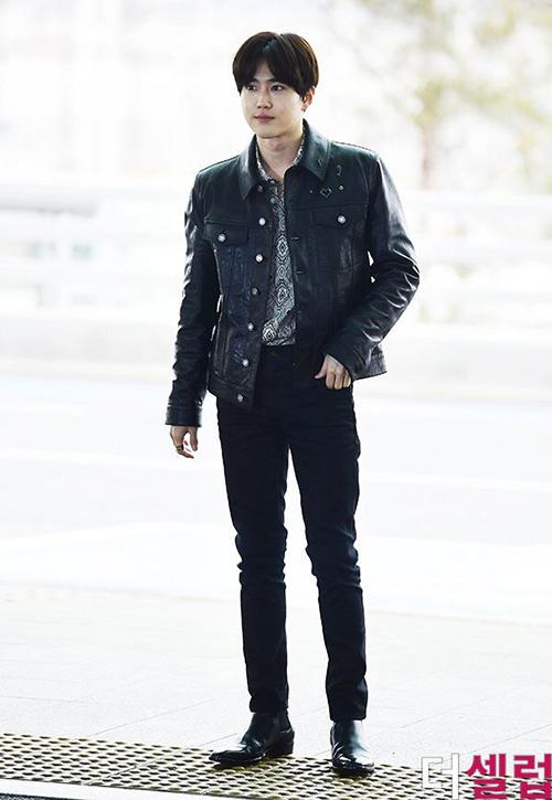Suho là một trong những idol được các thương hiệu thời trang lớn ưu ái. Thành viên EXObảnh bao, gu thời trang năng động, bắt mắt.