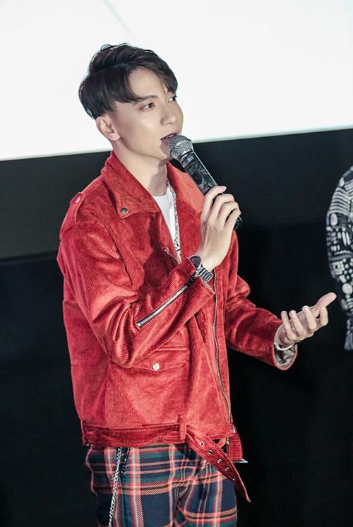 S.T Sơn Thạch trở lại sau 2 năm vắng bóng ở làng nhạc với nghệ danh mới.