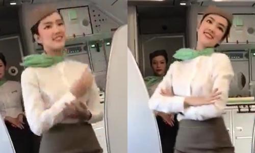 Trongbộ đồng phục của một hãng hàng không,nữ tiếp viên thực hiện những động tác múa dẻo trên nền nhạc du dương. Vẻ xinh đẹp và những động tácuyển chuyển của nữ tiếp viên này khiến nhiều hành khách ngạc nhiên,chăm chút dõi theo.Clip ghi lại màn múa được chia sẻ lên mạng xã hội sau đó. Thông tin về cô gái nhanh chóng được tìm kiếm.