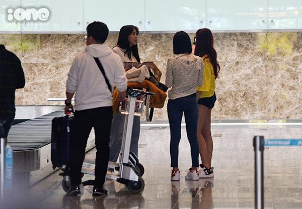 Trưa20/2,3 thành viênnhóm nhạc AOA đãđến Đà Nẵng. Lần này sang Việt Nam, nhóm không có đôngthành viên như hồi tháng 9/2018. 3 cô gái này lànhóm nhỏ AOA Cream gồm các thành viênChanmi, Hyejeong và Yuna. Họ sang Việt Nam đểghi hình chương trình giải trí AOA DasaDaNang Heart Attack DaNangcủa kênh Channel A. Đà Nẵnglà địa điểm du lịch nổi tiếng hàng đầu với người dân Hàn Quốc trong những năm gần đây.