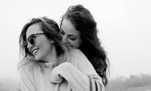 8 dấu hiệu chứng tỏ bạn có thể là một đồng tính nữ