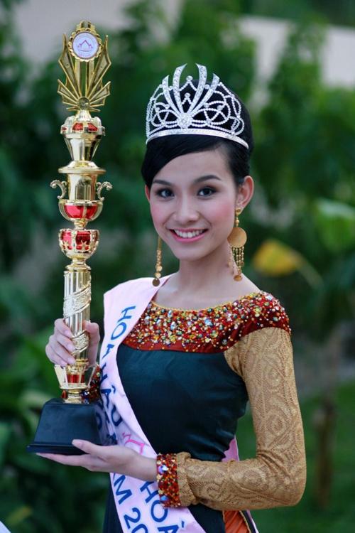1. Thùy LâmThùy Lâm đăng quang ngôi vị Hoa hậu Hoàn vũ Việt Nam 2008. Sau đó, cô đại diện Việt Nam tham dự Miss Universe tổ chức trên sân nhà và xuất sắc vào top 15 người đẹp nhất.