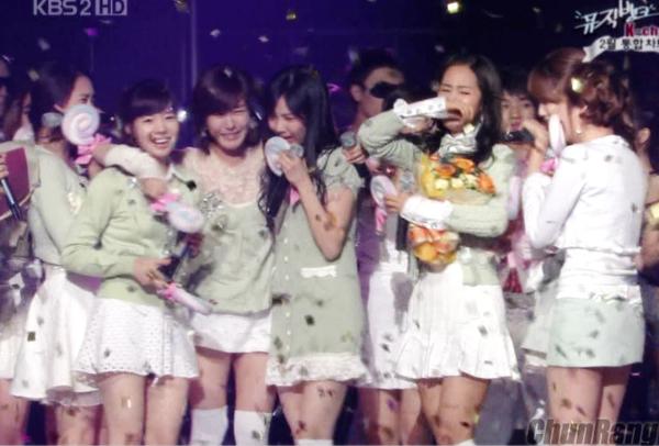 112 ngày sau khi ra mắt, SNSD đã có chiến thắng đầu tay nhờ ca khúcInto The New World trên M!Countdown. Các cô gái SM không kìm được nước mắt, khóc nức nở khi chạm tới cột mốc quan trọng này.