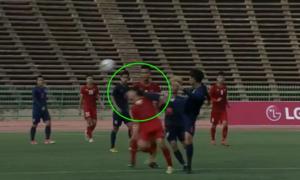 Cầu thủ Thái Lan đạp vào mặt Hữu Thắng vẫn thoát thẻ đỏ