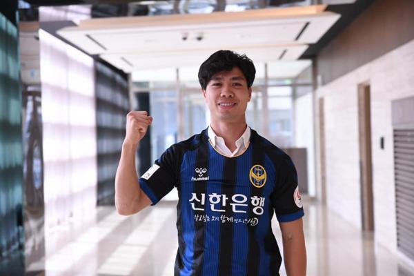 Công Phượng trong màu áu Incheon United.