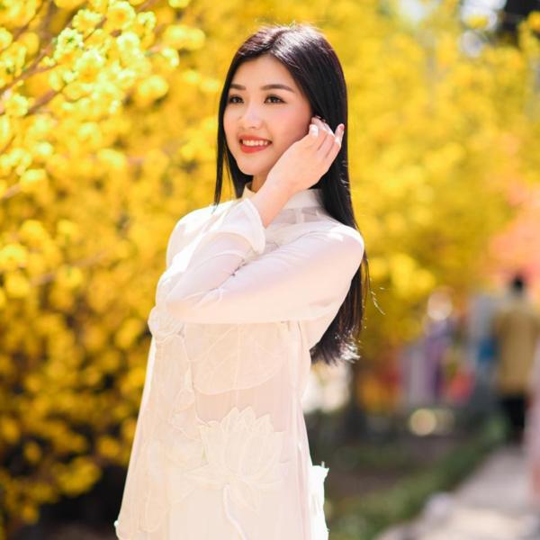 Hiện, Lương Thanh vừa tốt nghiệp cử nhân nghệ thuật Diễn viên Kịch - điện ảnh. Cô sinh ra trong một gia đình không có truyền thống nghệ thuật tại TP Thanh Hóa. Nữ diễn viên sinh năm 1996 cũng phủ nhận chuyện được gia đình hậu thuẫn để theo đuổi nghệ thuật.