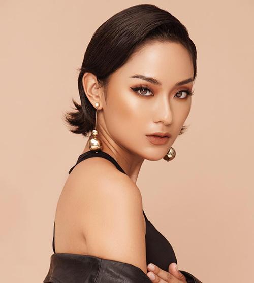 Hồ Thu Anh bắt đầu được nhiều bạn trẻ biết đến khi đóng MV Lạc trôi cho Sơn Tùng M-TP. Nhiều người còn gọi cô nàng là người yêu của Sơn Tùng từ đó. Tên tuổi của Thu Anh càng lan rộng khi cô nàng tham gia The Face 2018 và là một chiến binh của đội HLV Thanh Hằng.