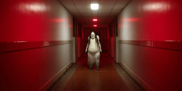 Tạo hình người đàn bà mặt trắng trong Scary Stories To Tell in the Dark.