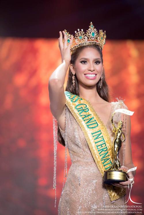 Năm 2015, Miss Grand International - Hoa hậu Hòa bình Quốc tế - tổ chức lần thứ ba với sự đăng quang của mỹ nhân CH Dominica - Anea Garcia. Trong phần thi ứng xử trong đêm chung kết, cô từng gây xúc động khi tâm sự mình được sinh ra từ một vụ hiếp dâm. Cô không biết bố của mình là ai. Từng giận người đàn ông ấy nhưng sau này lớn lên, Anea Garcia vẫn quyết định tha thứ cho cha mình.