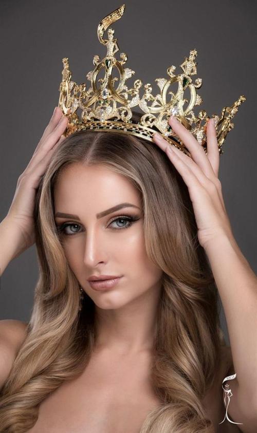 BTC Miss Grand International cho rằng quyết định của Claire là không phù hợp nên đã ra thông báo truất ngôi, thu hồi danh hiệu của Claire hôm 22/2.