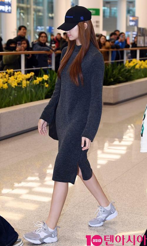 Ji Soo nổi trội nhờ vẻ trong sáng, Sana giấu dáng với quần ống rộng - 7