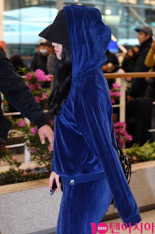 Ji Soo nổi trội nhờ vẻ trong sáng, Sana giấu dáng với quần ống rộng - 8