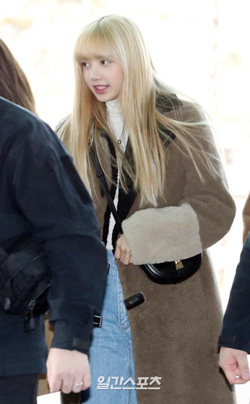 Ji Soo nổi trội nhờ vẻ trong sáng, Sana giấu dáng với quần ống rộng - 5