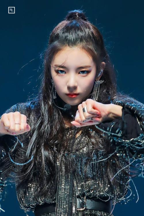 Lia (tên thật Choi Ji Soo) là một trong những thành viên ITZY nổi tiếng nhất hiện nay. Từ khi debut, giọng ca chính của girlgroup tân binh nhà JYP liên tục xuất hiện trong những topic bàn luận của các diễn đàn Kpop.