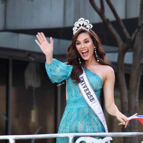 Trở về Philippines và được người dân quê nhà chào đón sau chiến thắng tại Miss Universe 2018, Catriona Gray gây tắc nghẽn giao thông. Nhảy cùng 5 triệu fan hâm mộ, Catriona Gray phấn khích tột độ. Tuy nhiên, sự cố đã xảy ra khi Catriona làm rơi vương miện, khiến một phần của chiếc vương miện bị vỡ.