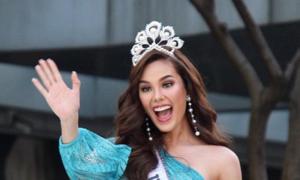 Hoa hậu Catriona Gray làm gãy vương miện 7 tỷ đồng khi diễu hành