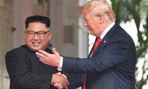 Tổng thống Trump ăn sáng cùng các thống đốc trước khi sang Việt Nam