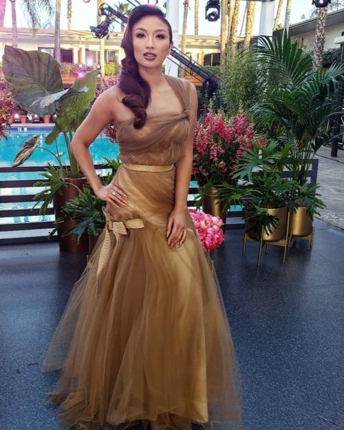 Jeannie Mai là MC gốc Việt được chọn dẫn thảm đỏ lễ trao giải Oscar 2019. Cô sở hữu khuôn mặt đậm chất Á Đông cùng thân hình bốc lửa.