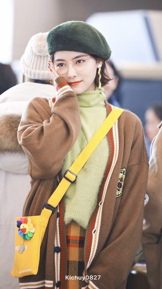 <p> Hứa Giai Kỳ có nét đẹp sang chảnh, hợp với mái tóc ngắn. Mức độ nổi tiếng của Kiki (tên tiếng Anh của Giai Kỳ) tăng dần theo từng năm. Năm 2018, cô nàng là ''Thần 7'' của SNH48 (7 thành viên được fan bình chọn nhiều nhất).</p>