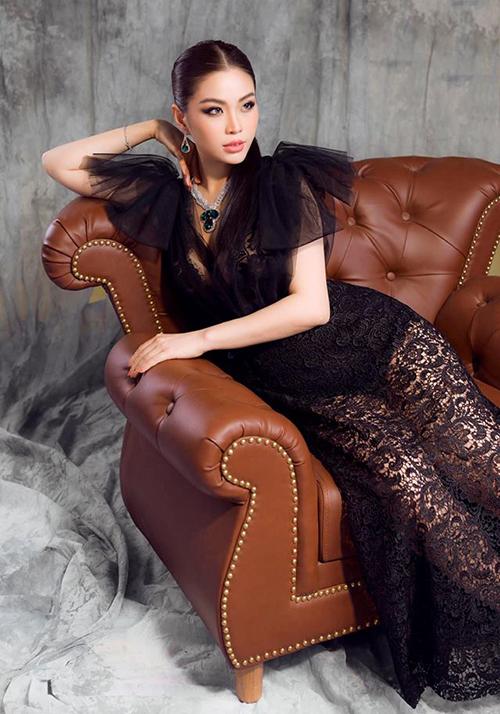 Á hậu Diễm Trang sắc sảo trong bộ ảnh mới.
