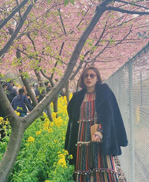 Văn Mai Hương đi ngắm hoa anh đào Nhật Bản.