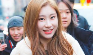 Đăng bài bảo vệ con gái, mẹ của Chae Ryeong bị netizen chỉ trích ngược