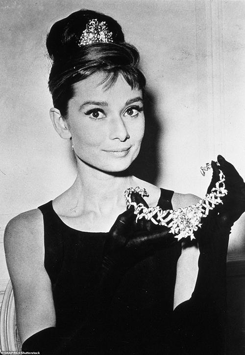 Lần cuối viên kim cương Tiffany xuất hiện là khi được Audrey Hepburn diện trong một buổi chụp hình hồi năm 1961.