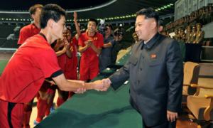 Chủ tịch Kim Jong-un là 'fan bự' của Manchester United
