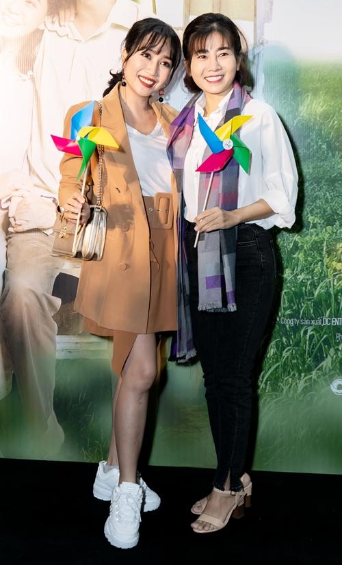 Diễn viên Mai Phương rạng rỡ, sức khỏe tốt lên sau thời gian điều trị ung thư. Đi cùng cô có diễn viên Ốc Thanh Vân - người chị luôn sát cánh trong suốt thời gian qua.
