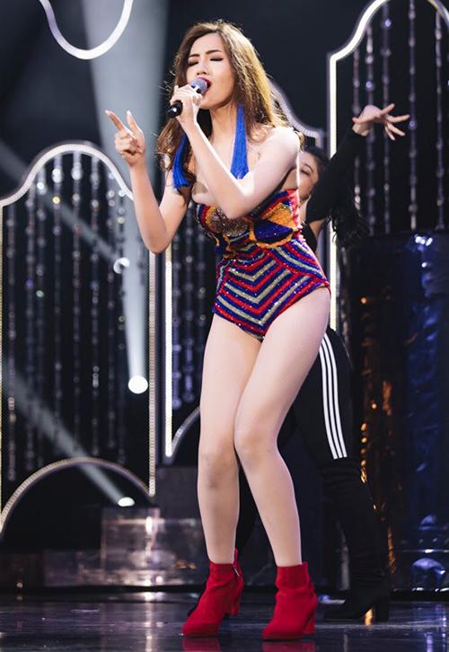 Nhật Hà ở phần thi tài năng.