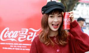 Lon Coca - Cola song ngữ ra mắt dịp thượng đỉnh Mỹ - Triều khuấy động giới trẻ