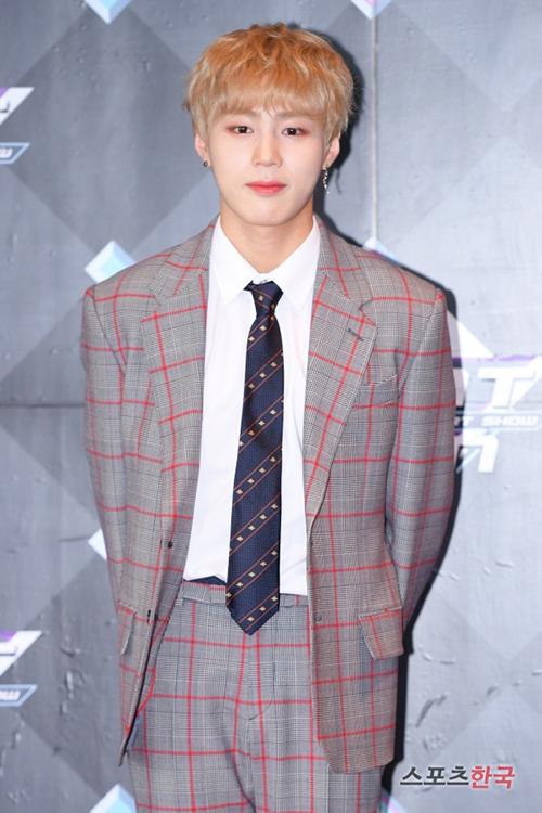 Ha Sung Woo bắt đầu sự nghiệp solo sau khi rời Wanna One.