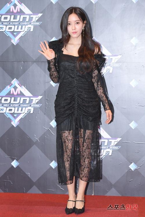 Hyo Min tái xuất với hình tượng gợi cảm. Cô nàng là thành viên T-ara chăm chỉ ra sản phẩm riêng nhất nhóm.