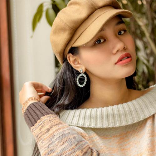 ]Linh Chi tỏ ra khá tự tin với ngoại ngữ, cô cũng thường xuyên viết chú thích bằng tiếng Anh cho các bài đăng trên trang cá nhân.