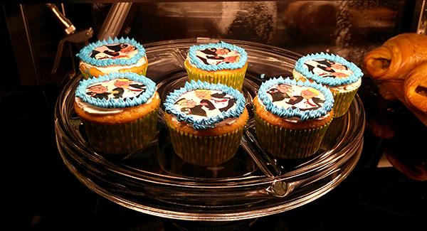 Bánh cup-cake in hình hai nhà lãnh đạo.