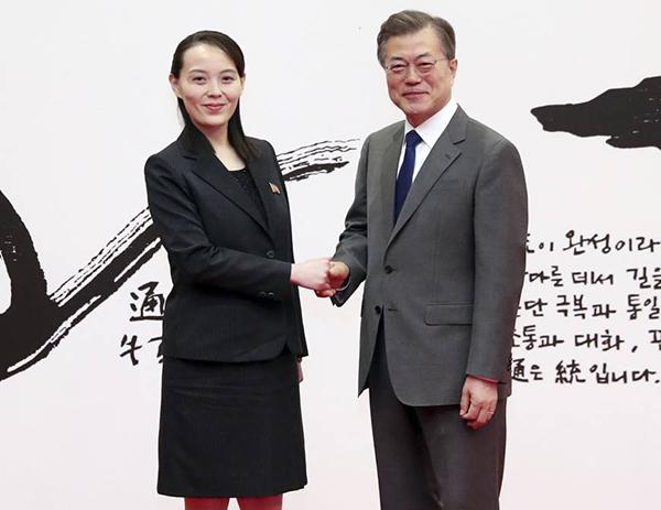 Em gái Chủ tịch luôn chọn những kiểu vest ôm dáng, chiều dài váy trên đầu gối một chút để tôn chiều cao.