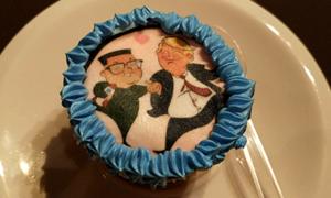 Bánh kem dễ thương in hình Tổng thống Trump và Chủ tịch Kim