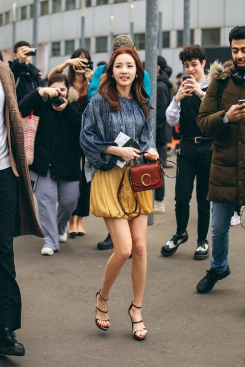 Bị chê thần tượng hết thời, Dara vẫn đắt show tại Paris Fashion Week