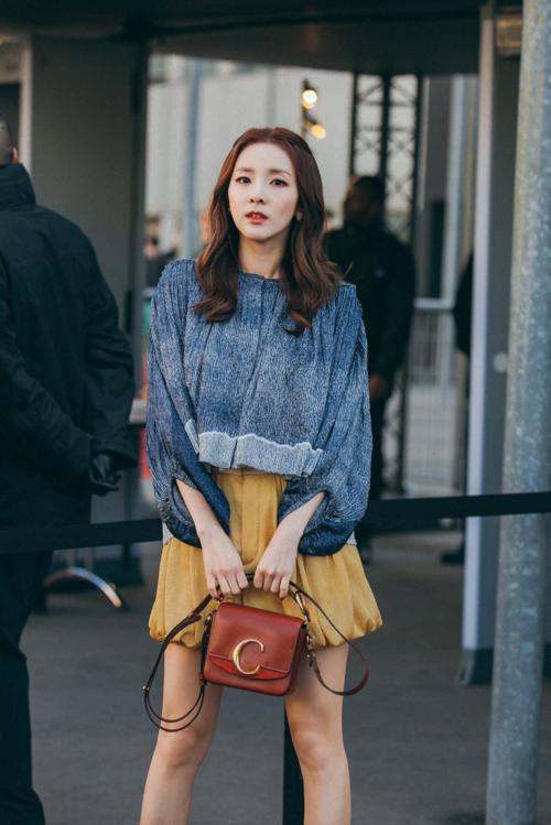 Bị chê thần tượng hết thời, Dara vẫn đắt show tại Paris Fashion Week - 1