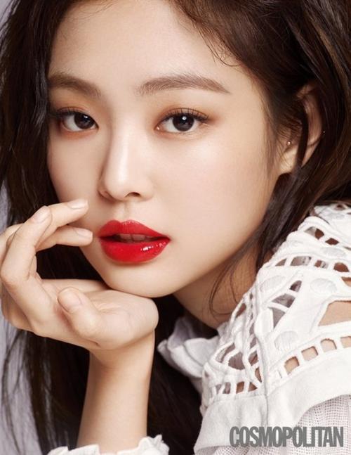 Sao Hàn cùng tô son đỏ: Jennie sang chảnh, Song Hye Kyo đẹp như nữ thần - 1