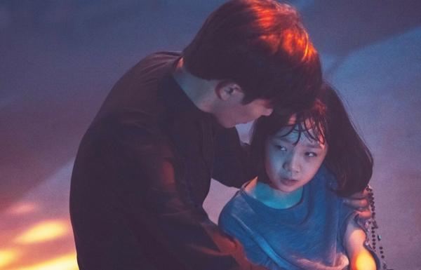 Heo Yool với vai diễn đầy ám ảnh trong The Guest.