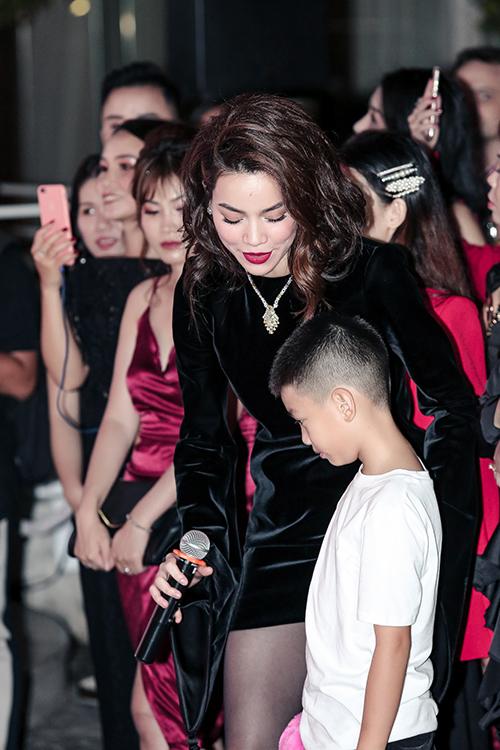 Subeo khá ngại ngùng khi xuất hiện trước nhiều người dù có mẹ ở cạnh. Hiện đây là một trong những nhóc tỳ nhà sao Việt hot nhất nhì.