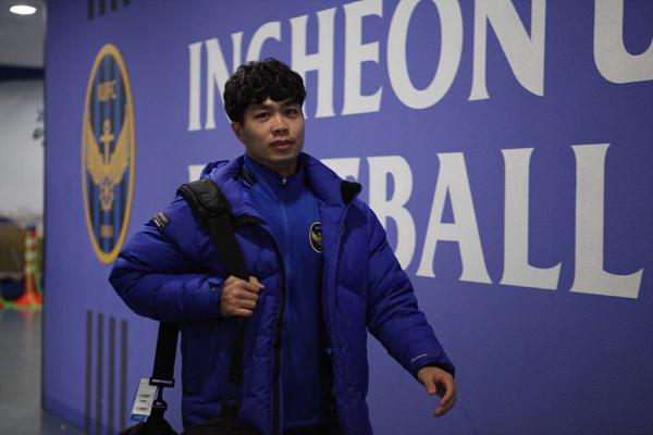 Công Phượng di chuyển đến phòng thay đổ của Incheon United.