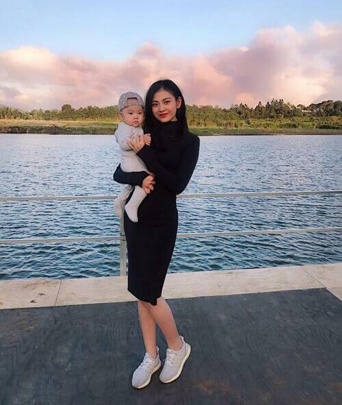 Tháng 5/2018, Chúng Huyền Thanh sinh con trai đầu lòng, nặng 3,2 kg bằng phương pháp sinh mổ. Chỉ sau ba tháng, cô giảm 18 kg nhờ thay thế cơm bằng các loại hạt, ngũ cốc. Mỗi ngày, cô uống hai lít nước và dành hẳn 20 phút để luyện tập.